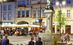 Parasole Poker Wood na Starym Rynku w Bydgoszczy.